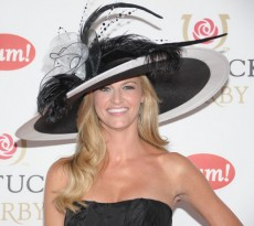 30-craziest-hats-kentucky-derby--large-msg-130481653874