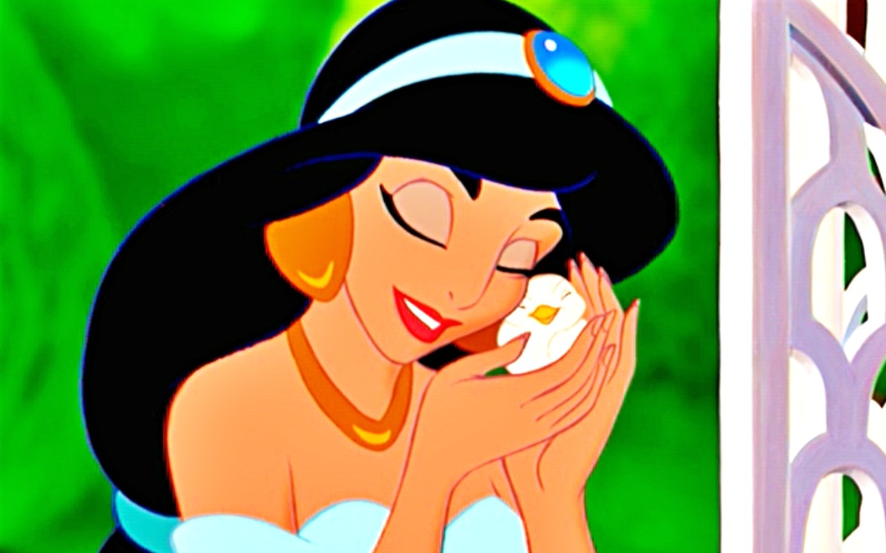 """Disney Actress sings """"A Whole New World"""" with Drunk Bar Patrons"""