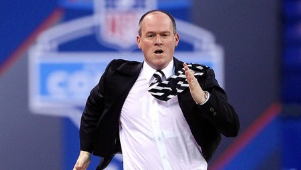 WATCH: Rich Eisen Finally Broke a 6-Second 40-Yard Dash