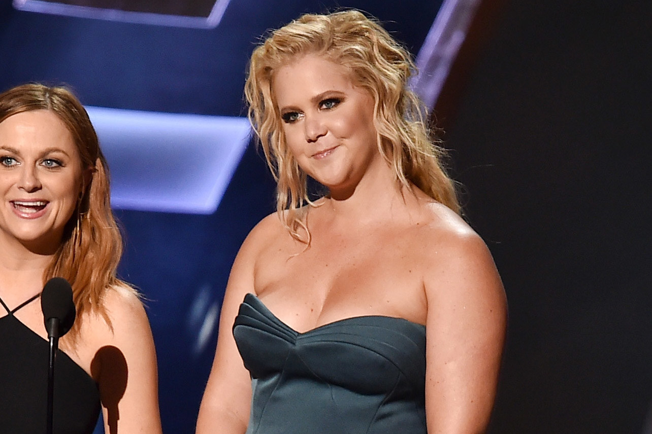 Amy Schumer thanks 'the girl who gave me the smokey eye' in her Emmy acceptance speech